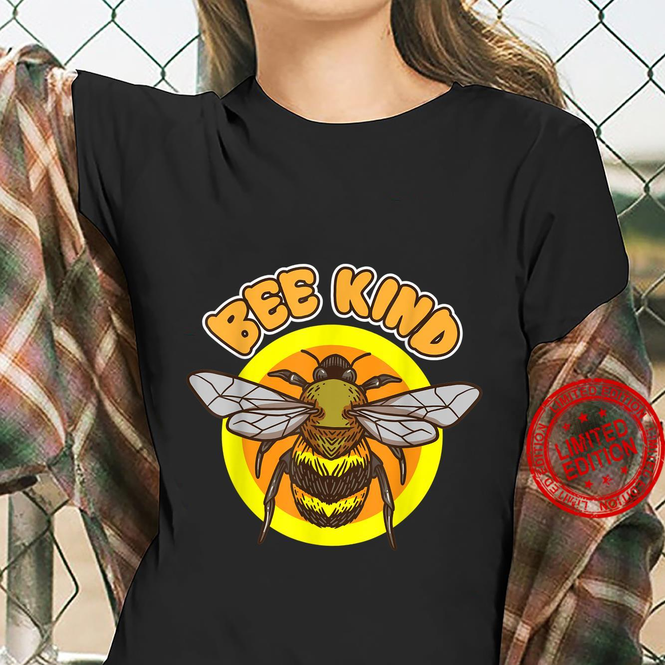 Bee Kind flying Honey Bee insect in Summer Nature Shirt ladies tee
